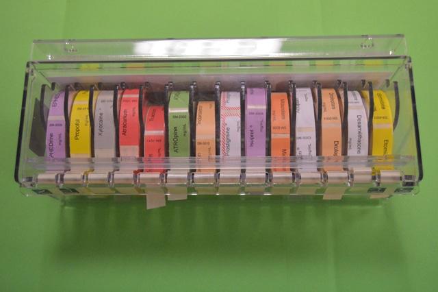 Distributeur plexiglass d'étiquettes seringues SM-14