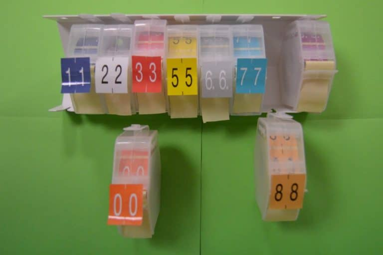 Exemple de cartouches et du distributeur d'étiquettes d'archives