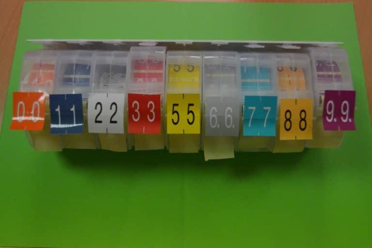 Distributeur d'étiquettes d'archives